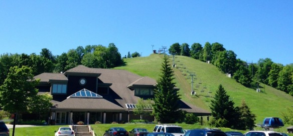 There's no snow on the ski slopes, but Crystal Mountain's golf operation is in full swing.