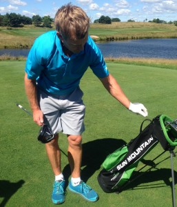 World champion Eri Crum shows the style of golf bag that Speedgolf competitors use.